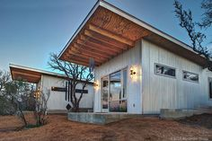 This is Bestie Row, or the Llano River Tiny House Compound in Texas. It was built by 8 friends who wanted to all live next door to each other, and they rent it out to groups looking for a fun vacat… Small Modern Cabin, Modern Tiny House, Tiny House Design, Modern Cabins, Small Cabins, Contemporary Cabin, Modern Cottage, Cabin Design, Modern Homes