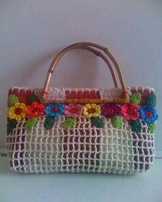 crochet handbags Crochet Bags- Bolsas com Crochet Crochet Bags - Free Crochet Bag, Crochet Shell Stitch, Crochet Tote, Crochet Handbags, Crochet Purses, Love Crochet, Beautiful Crochet, Crochet Flowers, Fabric Handbags