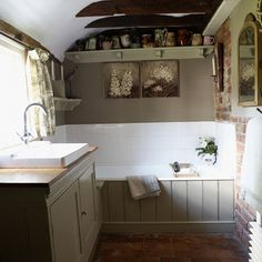 22 Charming French Country Bathroom Designs Ideas - iTs Home Ideas Modern Country Bathrooms, Country Baths, Rustic Bathrooms, Cabin Bathrooms, Vintage Bathrooms, Modern Bathroom, Bathtubs For Small Bathrooms, Small Bathtub, Bad Styling