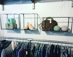 Se Castonier og Rye i Butik Smagløs, Fredericia. En rigtig fed butik, med lækkert tøj og interiør.  Smagløs er blevet forhandler for Erbs Design.  Se mere om vores møbler på www.erbsdesign.dk #erbsdesign #butiksmagløs #lavetmedhjertet #håndværk #dererfleremøblerpåvejibutikken #upcommingbrand #shelfie #shelfstyling