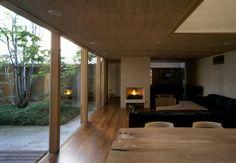 ハウチワカエデの家 横内敏人建築設計事務所 House with a Fan-Maple Tree, 2006 Japanese Modern, Japanese Interior, Japanese House, Steel House, Cabin Plans, Wabi Sabi, My House, Architecture Design, Floor Plans