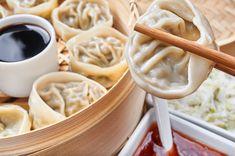 Ecco come si preparano i buonissimi ravioli al vapore secondo l'originale ricetta cinese.