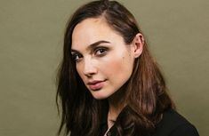 """""""Wonder Woman"""" star Gal Gadot, who hails from Israel, has called for equal pay and opportunities for women in Hollywood after a year dominated by sexual harassment scandals. Gal Gadot Movies, Wonder Woman Pictures, Girlfriends Day, Gal Gardot, Female Superhero, New Tank, Comic Movies, Celebs, Celebrities"""