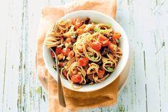 13 januari - Cherrytomaten in de bonus - Weer eens wat anders: in dit recept doe je worst in plaats van gehakt door de spaghetti - Recept - Allerhande