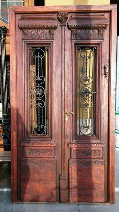 puerta antigua restaurada