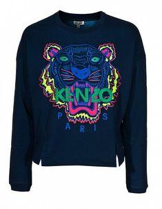 Le sweater brodé Kenzo Tiger dans une de mes versions préférées : broderies fluo sur fond marine. Une pièce décontractée mais chic !