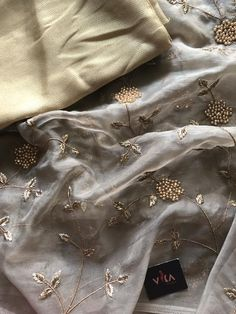 Rich embroidered organza saree comes with foil printed blouse pc as shown Pure Georgette Sarees, Jamdani Saree, Designer Party Wear Dresses, Indian Designer Outfits, Organza Saree, Chiffon Saree, Lehenga Color Combinations, Handmade Embroidery Designs, Green Lehenga