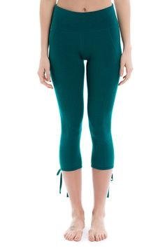 These capris balance esthetics and athletics with their lean lines, mesh-lined waist and tie-up hems. Lolë's eco-friendly, four-way stretch fabric sports natural antibacterial and moisture-wicking properties to keep you feelin