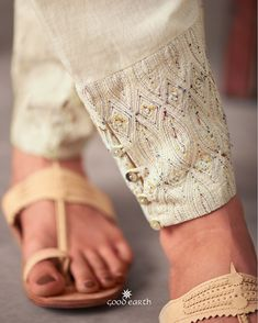 Salwar Designs, Kurta Designs Women, Baroque Dress, Kurtis With Pants, Salwar Pants, Kurta Patterns, Kurti Sleeves Design, Punjabi Dress, Beautiful Suit