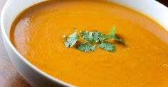 Butternut squash soup is one of the easiest and healthiest meals to make. Butternut squash are rich in potassium, calcium, vitamin C and antioxidants. Paleo Sweet Potato, Sweet Potato Soup, Best Pumpkin Soup Recipe, Fat Burning Soup, Marijuana Recipes, Carrot Soup, Hot Soup, Easy Soup Recipes, Paleo Recipes