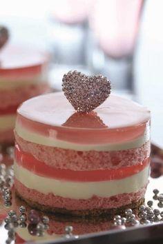 5 16. PINK DIAMOND HEART best cakes in hk