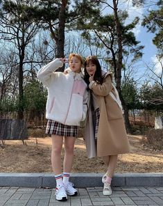 Best Friend Pictures, Bff Pictures, Friend Photos, Ullzang Girls, Teen Web, Friendship Photos, School Shorts, Web Drama, Girl Korea