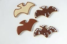 Simple Dinosaur Cookies -Sugar Cookies Decorated with Royal Icing with No Bake Sugar Cookies, Sugar Cookie Royal Icing, Man Cookies, Cut Out Cookies, Dinosaur Birthday Party, Men Birthday, Dinosaur Cookies, Biscuit, Royal Icing Decorations