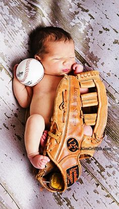 Newborn baby boy birth announcement  baseball mitt Toni Kami ~•❤• Bébé •❤•~ Precious newborn photography idea