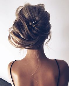 Wedding updo for straight hair | Wedding hairstyle | fabmood.com #weddinghair #bridalupdo #texturedhair #promhair #braid #updo #upstyle #hairdo #bridalhair #wedding #weddingupdos