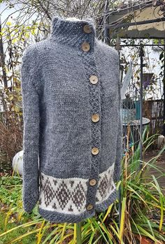 Cardigab with pointed hoodM Signature, Pattern Mixing, Jeans, Etsy, Wool, Beautiful, Sweaters, Fashion, Tejido