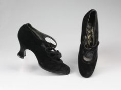 France - Pair of velvet shoes by François Pinet 1930s Shoes, Velvet Shoes, Oxford Shoes, Pairs, France, Accessories, Google Search, Collection, Black