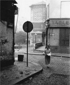 Saint-Rustique street at the corner with rue des Saules, 1956 by Viggo Rivad. Montmartre Paris, Robert Doisneau, Old Paris, Vintage Paris, Saint Germain, Old Pictures, Old Photos, Willy Ronis, Paris Photography