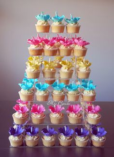 Mio Cupcakes & Cakes: cupcake tower - beautiful, colourful hibiscus!  - this is a web site for ordering cakes & cake-pops from a creative family-based business, but the pictures are inspiring! ~M_x