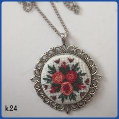 Kanaviçe kolyeler.... fiyat;39₺ satış için lütfen instagram:renovarttr veya whtsapp 5321638474