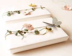 Lovely summer Christmas wrapping - strings of flowers and butterflies from a Dutch website
