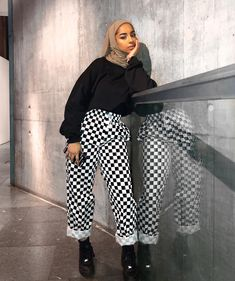 Fitness Photoshoot Outfits Life Ideas Source by Outfits hijab Modern Hijab Styles, Modern Hijab Fashion, Street Hijab Fashion, Muslim Fashion, Modest Fashion, Chic Outfits, Fashion Outfits, Casual Hijab Outfit, Looks Chic