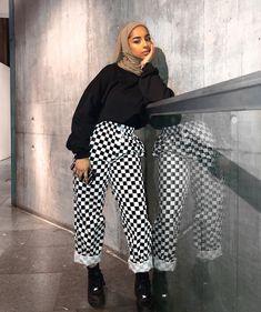 Fitness Photoshoot Outfits Life Ideas Source by Outfits hijab Modern Hijab Fashion, Muslim Fashion, Modest Fashion, Chic Outfits, Fashion Outfits, Hijab Style, Hijab Chic, Looks Chic, Modest Dresses