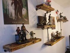Immer wieder einer gute Kombination: Roher Stahl und Echtholz, hier in einem kreativen Wandregal.