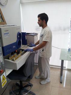 Nauzet nuestro técnico de LGS ANÁLISIS del Puerto de la Cruz.