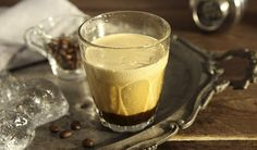 You only need iced espresso, sugar and a good shake in this quick and easy recipe to make the perfect refreshing and energising drink. Coffee To Go, Best Coffee, Iced Coffee, Coffee Drinks, Italian Espresso, Italian Coffee, Best Espresso, Espresso Coffee, Cappuccino Machine
