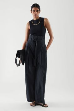 HIGH-WAISTED PAPERBAG TROUSERS - navy - Trousers - COS LT High Street Fashion, Street Style, Office Outfits, Mode Outfits, Trousers Women, Pants For Women, Site Shopping, Cos Outfit, Business Hose