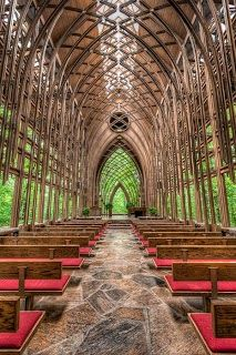 CHAPEL IN THE WOODS -- this was in Arkansas. I've been here before! :')