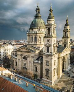 St Stephen's Basilica, Budapest<< fun fact: the right hand(Szent jobb - Holy right) of the first humgarian King, Stephen the first is in a little case inside the church. Beautiful Places To Visit, Wonderful Places, Places To See, Bósnia E Herzegovina, Capital Of Hungary, Budapest Travel, Hungary Travel, Saint Stephen, Europe Holidays