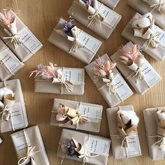 Wedding favor gift boxes with pampas grass and dried flowers gift wrapping