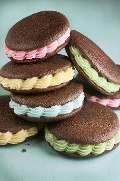 Traditional whoopie pies will have a chocolate exterior and fluffy vanilla filling. But today, bakers embellish the cakes with chocolate chips, strawberries, coconut and many other variations. (Bill Hogan/Chicago Tribune)