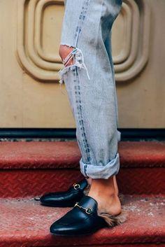 Ok, nuestro corazón entero a estos mocasines-pantuflas con ese toque especial que tanto representa a Gucci.