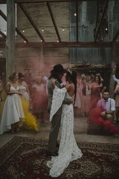 Getting Married? Create The Wedding Of Your Dreams With These Excellent Tips - Wedding Tips Budget Wedding, Wedding Tips, Wedding Events, Wedding Planner, Wedding Styles, Perfect Wedding, Dream Wedding, Wedding Day, Gold Wedding