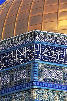 Amazing and beautiful Islamic calligraphy on Dome