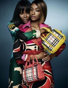 BURBERRY Modelos: Naomi Campbell e Jourdan Dunn Fotógrafo: Mario Testino