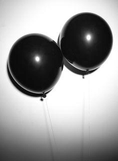 black, balloons, and grunge image Black And White Aesthetic, Black N White, Black Love, Back To Black, Matte Black, All Black, Black Ballons, White Balloons, Organizar Instagram
