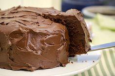 Har du festplaner i nærmeste fremtid? Da er dette kaken for deg å bake, for Food Cakes, Chocolate Ice Cream, Melting Chocolate, Banana Recipes, Cake Recipes, Smarties Chocolate, Chocolates, Norwegian Food, Naked Cake