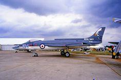 Supermarine Scimitar F1-последний истребитель фирмы Supermarine, по сути - внук знаменитого Spitfire. Один из последних (наряду с Sea Vixen) палубный истребитель национальной разработки.
