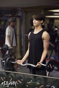 Park Hyung Sik working out for his role in High Society