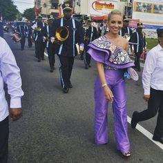 Desfilando por las calles de Colón un año más, llena de felicidad! Han sido días pesados, de madrugar, de caminar, de ir de un lado a otro. Pero feliz de ver a tanta gente participar de nuestros desfiles, a tantos niños felices de hacerle honor a la patria.#VivaColón #VivaPanamá #Viva5deNoviembre #palantecolón #HappyAri #c3 #colón