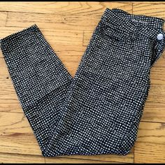 Skinny Ankle Pant Love this super cute print. Very soft!! They are like new condition! Marisa fit! *Using jcrew for exposure, Loft brand* J. Crew Pants Ankle & Cropped