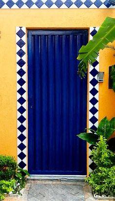 Door in Aricanduva, Sāo Paulo, Brazil