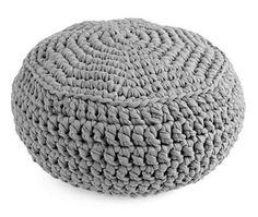 Para colorir com estilo sua decoração. Puff artesanal de crochê, feito com fio de malha e enchimento com espuma maciça.    *Fio de malha;  *Espuma densa;  *Não possui pés;  *Consulte a disponibilidade de cores.    Medidas aproximadas: alt 45cm x larg 50cm  Peso aproximado: 6kg