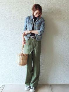 メガネ/デニムジャケット/黒インナー/黒ベルト/カーキベイカーパンツ/かごバッグ/コンバース Look Fashion, Daily Fashion, Fashion Outfits, Womens Fashion, Fashion Trends, Tokyo Fashion, New York Fashion, New Yorker Mode, Pantalon Large
