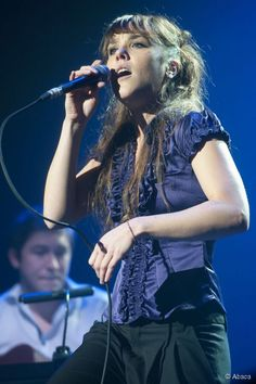 <span>French jazz-blues singer Zaz has gone from singing at local festivals to becoming an international artist. </span>