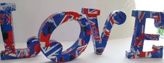 Die Papp-Art Buchstaben sind mit Decopatch Papier im London Styl verziert worden. Könnt ihr kaufen!!!!